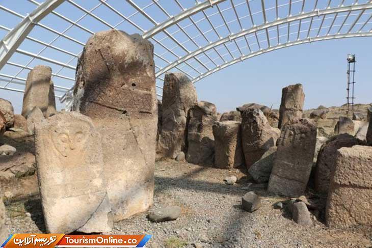 آثار باستانی که ایستاده پیغام تاریخ اردبیل را منتقل را می نمایند