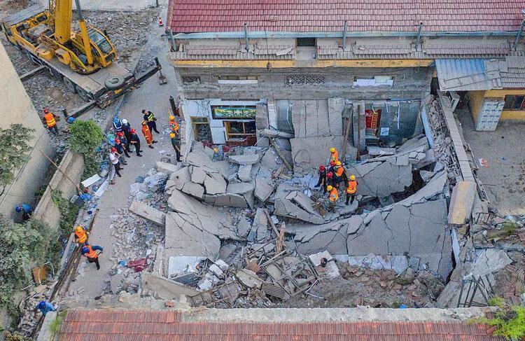 تصاویر ، 17 کشته و 28 زخمی در سقوط سقف یک رستوران در چین